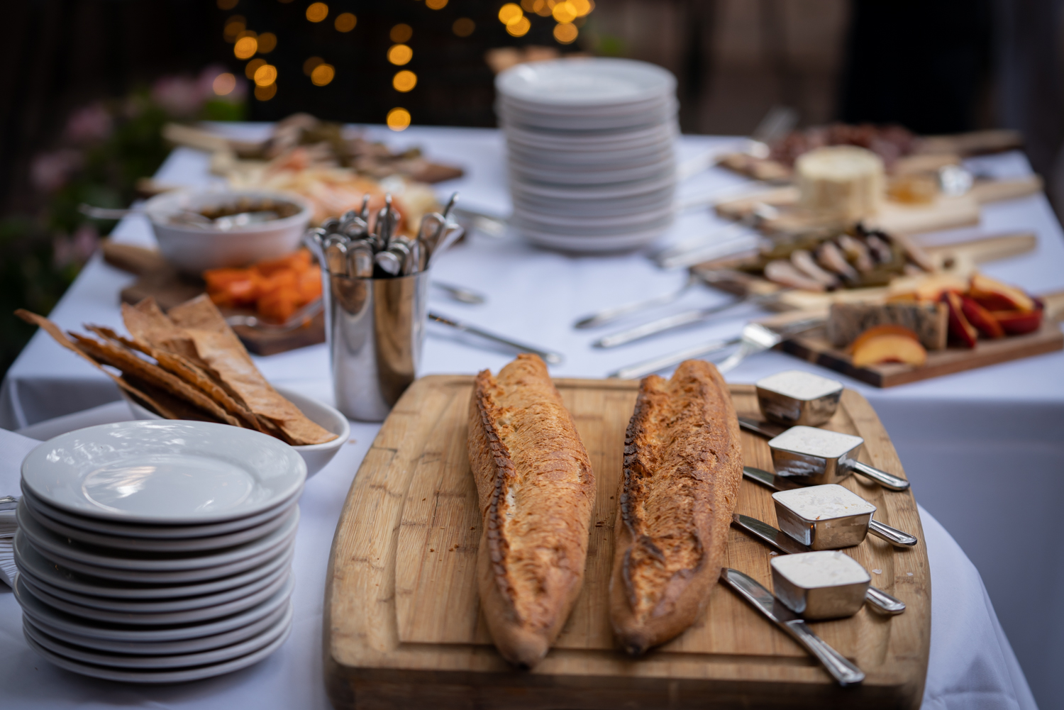 Vinmarket – french bread table