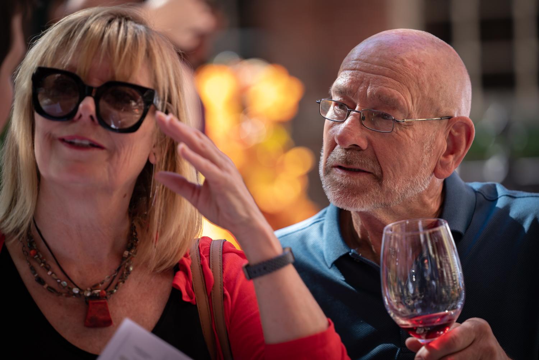 Vinmarket – man and woman