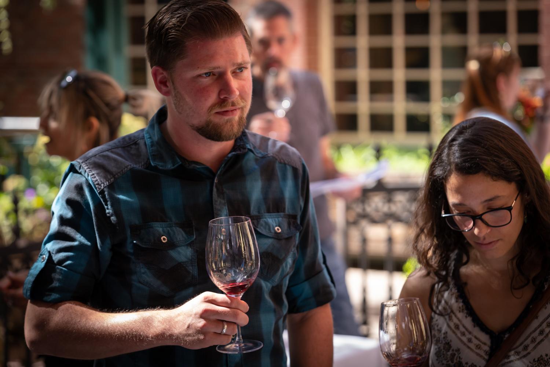 Vinmarket – man with wine glass