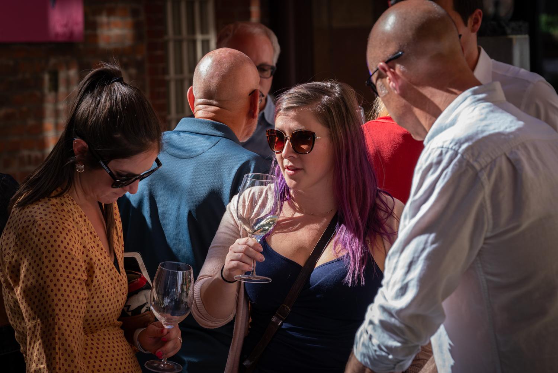 Vinmarket – purple hair with glass