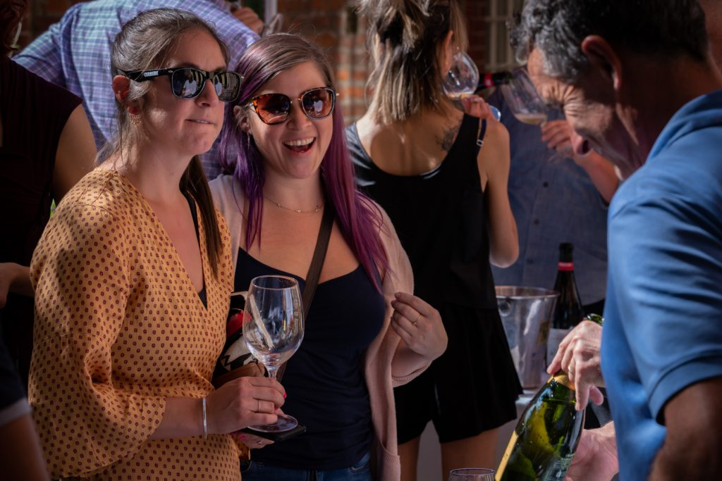 Vinmarket-smiling-friends-1024×683