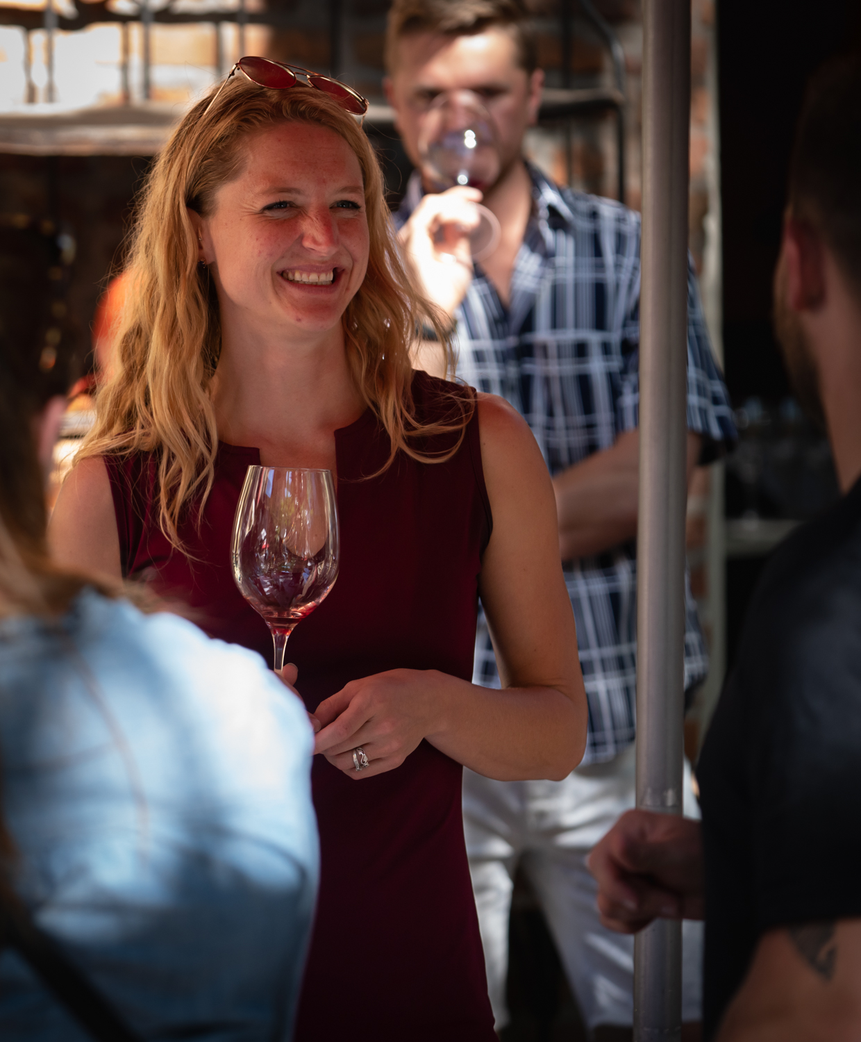 Vinmarket – woman with wine glass 2